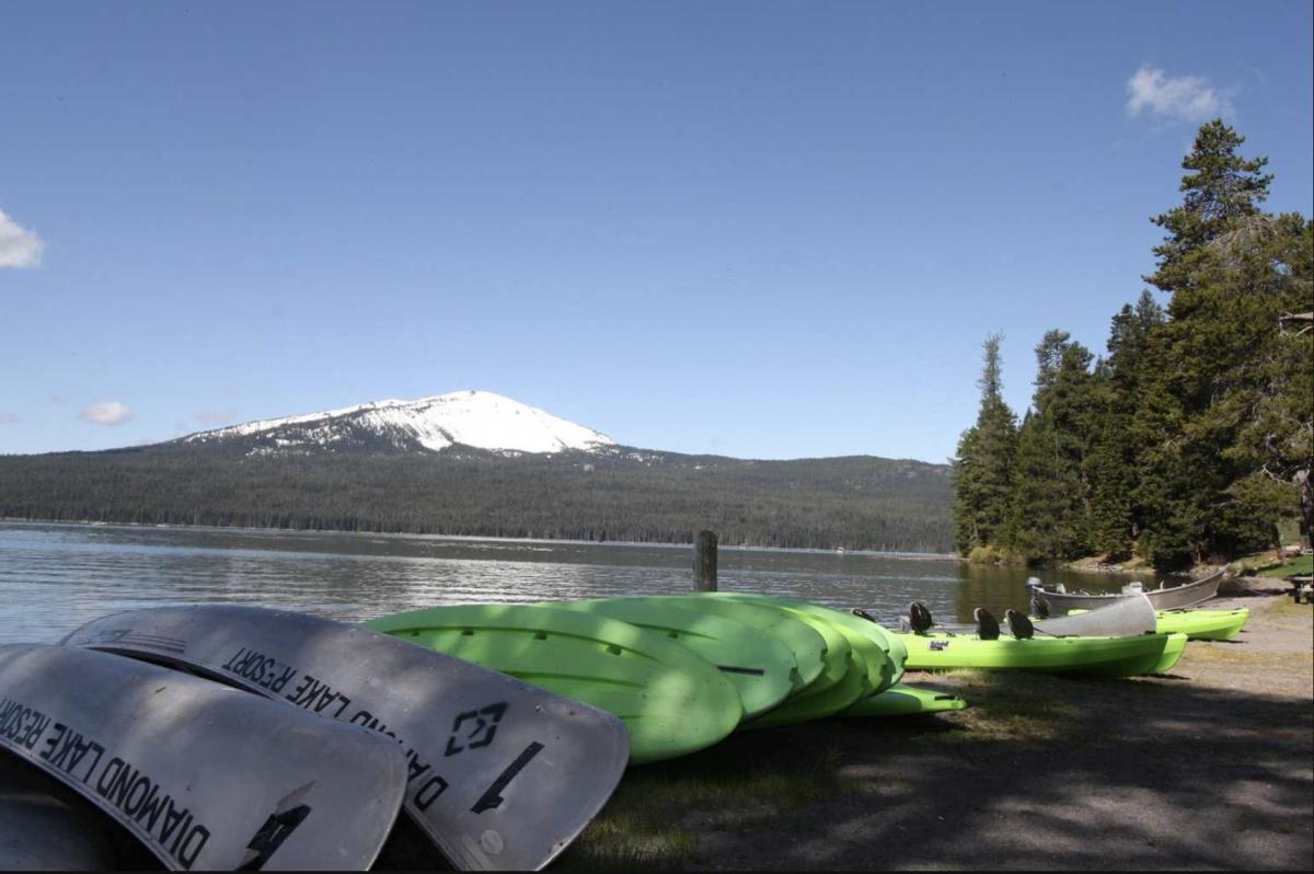 Kayaks next to the lake at Diamond Lake RV park.