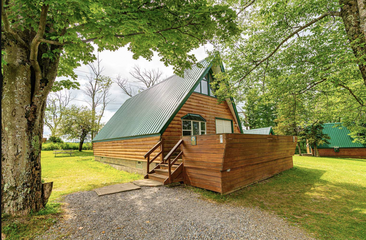 Rentable chalet in the woods at Yogi Bear Jellystone Park in Western New York