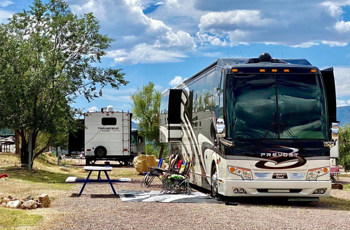 The Farmhouse RV Resort at Royal Gorge with RVs and picnic table.