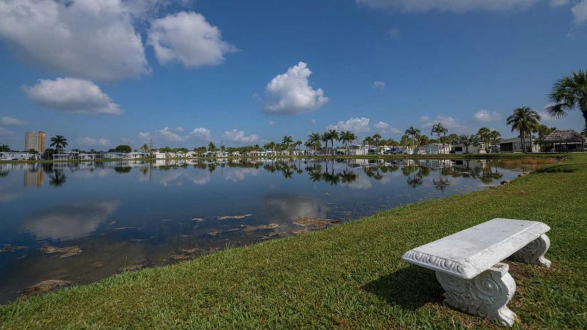 Siesta Bay RV Resort (55+) in Fort Myers, Florida