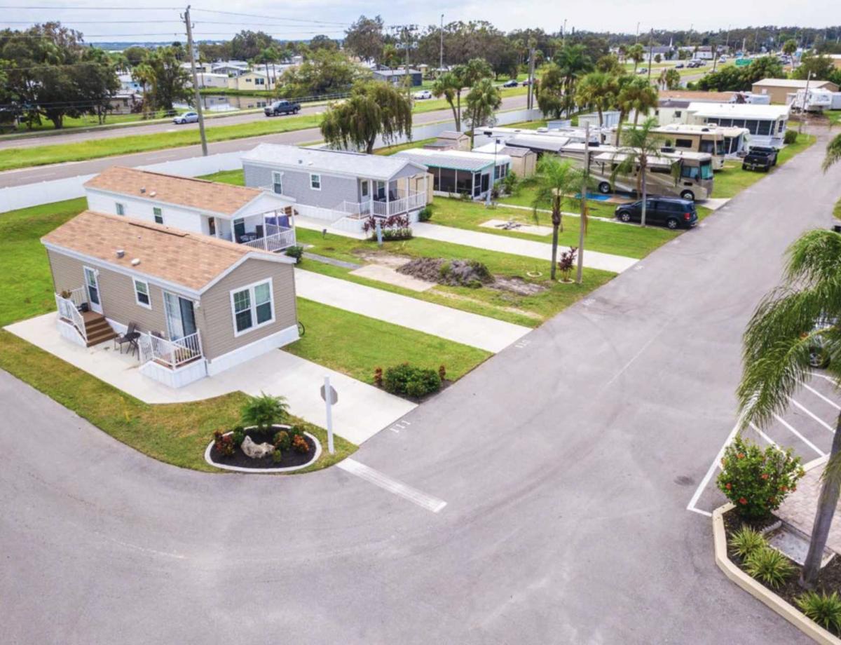 Ellenton Gardens RV Resort in Ellenton, Florida